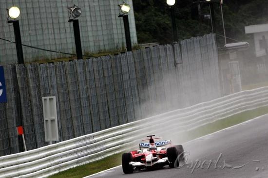 图文-F1日本站首次练习丰田主场招摇过市