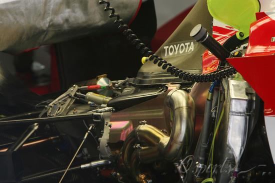 图文-F1巴西站第三次自由练习丰田赛车的引擎