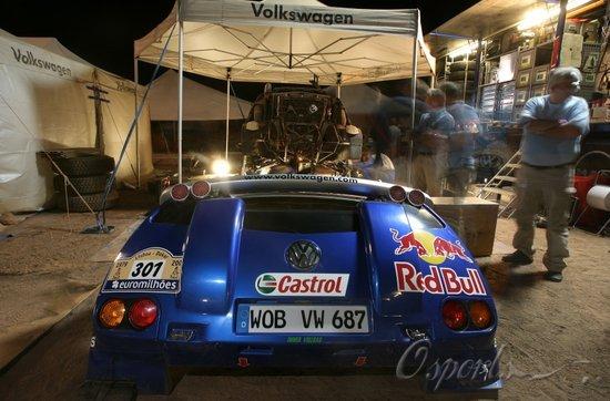 图文-达喀尔拉力赛第10赛段大众车队的营地
