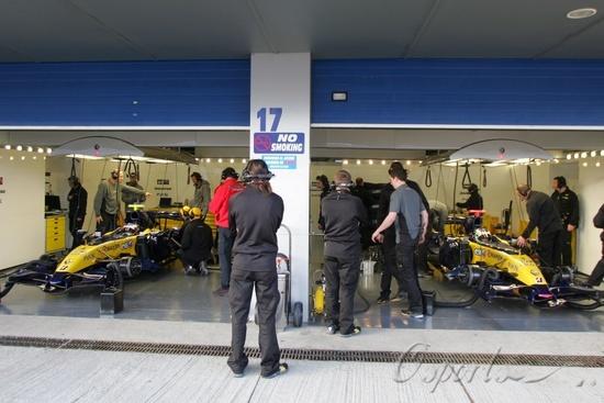 图文-F1赫雷斯试车第二日雷诺测试两台新车R27