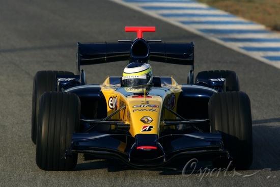 图文-F1赫雷斯试车第二日雷诺新车变得极其低矮