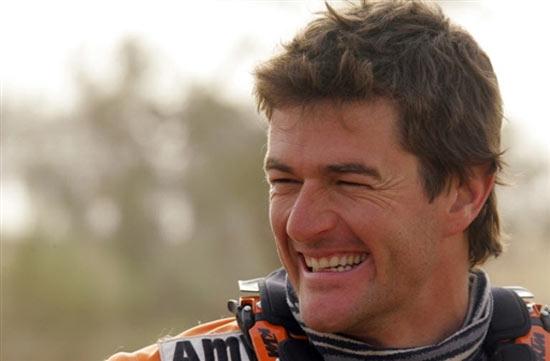 图文-达喀尔拉力赛第12赛段西班牙车手科马笑颜