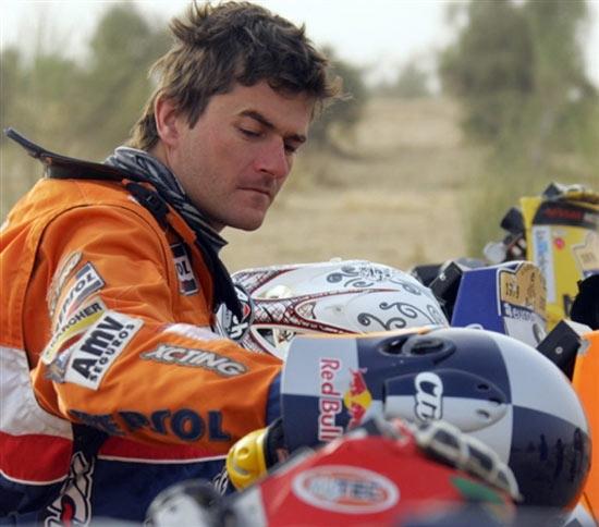 图文-达喀尔拉力赛第12赛段科马赛前检修赛车