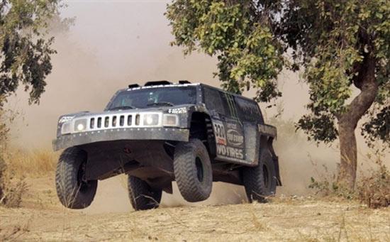 图文-达喀尔拉力赛第12赛段米勒驾驶悍马飞起来