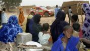 图文-达喀尔拉力赛第12赛段非洲人成群助阵阿尔方