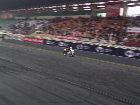 图文-泛珠首日超级摩托车赛白色战士疯狂加速