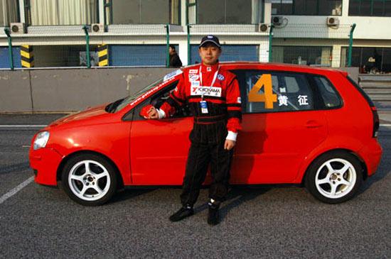 """图文-第二届""""333""""杯挑战赛车手写真黄征"""
