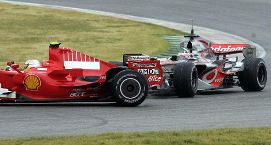 F1瓦伦西亚赛道试车阿隆索撞上巴多尔
