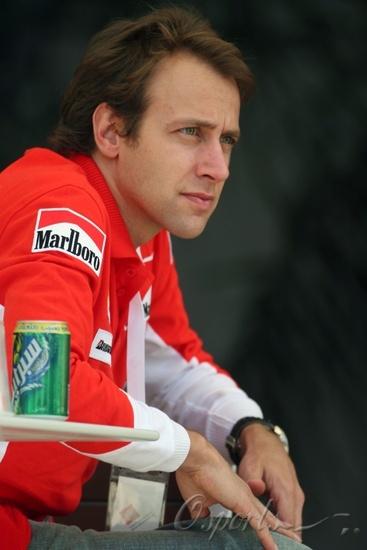 图文-F1巴林试车第二日法拉利试车手巴多尔
