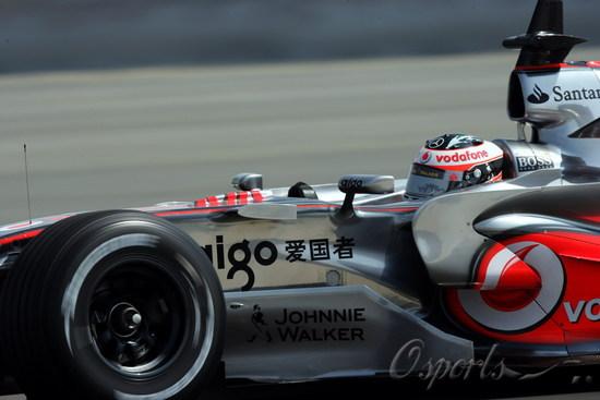图文-F1车队巴林试车第三日MP4-22也用上了侧箱翼