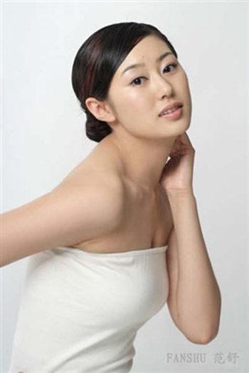 图文-樊凡新美女领航范舒写真清纯靓丽