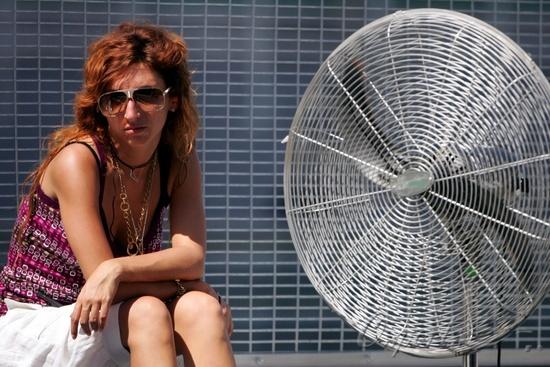 图文-F1雪邦试车第四日里尤兹的女友一边凉快
