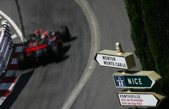 图文-F1摩纳哥站第二次练习俯瞰阿隆索街道飞奔