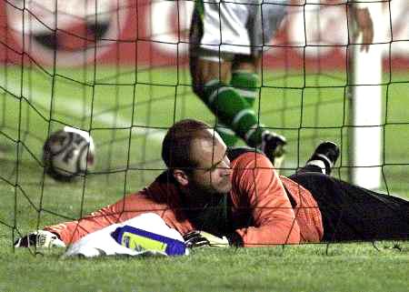 11月8日晨,巴西队在2002年世界杯预选赛南美赛区第17轮比赛中图片