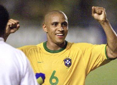月15日上午,巴西队主场3-0大胜委内瑞拉队赢得2002年韩日世界杯图片
