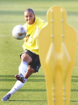 巴西队主力阵容进行微调 赛前训练强调射门