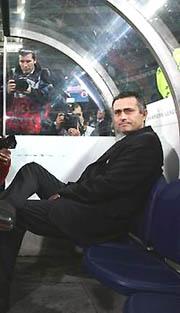 冠军杯-穆里尼奥留情面卫冕冠军逆转切尔西出线