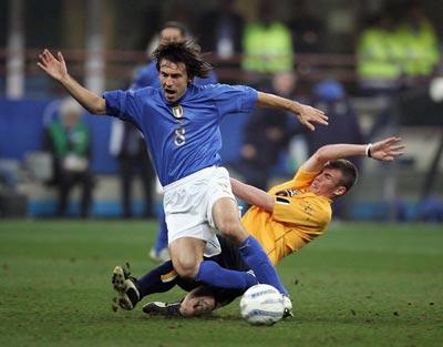 世界杯预赛-米兰中场任意球梅开二度意大利取3分