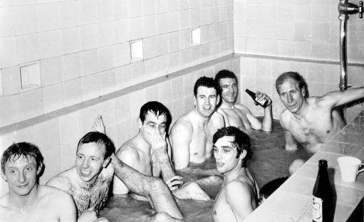 金球奖老照片:曼联巨星云集金球得主浴室中狂欢