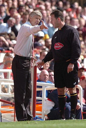 阿森纳争议失球引轩然大波温格与对方主帅激烈辩论