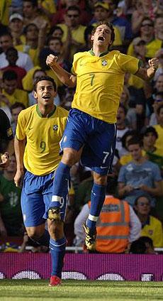 热身赛-巴西3球完胜阿根廷卡卡60米长途奔袭破门