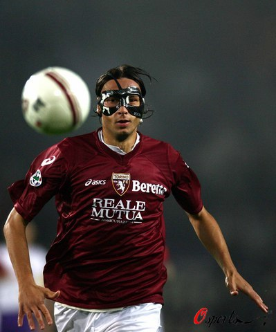 图文-[意甲]都灵0-1佛罗伦萨都灵也有面具人