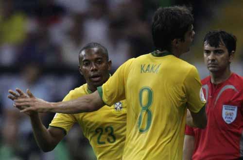 卡卡痛陈巴西折戟世界杯罪魁AC米兰中场曾对主帅撒谎