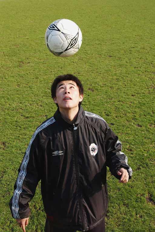 董方卓:能跟上曼联的训练现在在红魔基地先学习