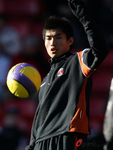 查尔顿球迷称郑智强于董方卓:我们签下的是中国队队长