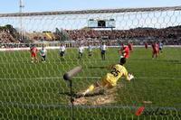 意乙-尤文图斯客场获胜领先6分皮耶罗射失点球