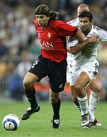 图文-[西甲]皇马1-0奥萨苏纳费戈被对方挡在身后