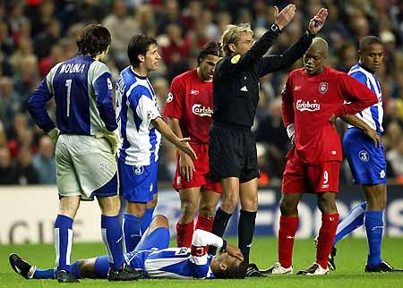 图文-[冠军杯]利物浦0-0拉科席尔瓦受伤倒地