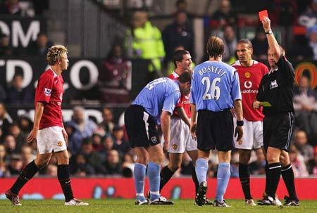 图文-[英超]曼联0-0曼城裁判给史密斯出示红牌
