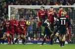 图文-利物浦3-1奥林匹亚科斯里瓦尔多任意球破门