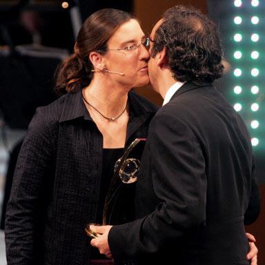图文-国际足联各项最佳揭晓普拉蒂尼贴面吻给普林茨