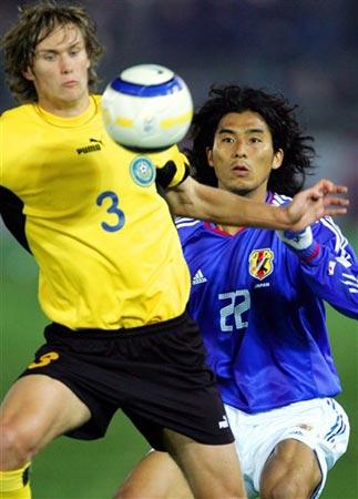 麒麟杯日本战哈萨克斯坦中泽佑二防守到位