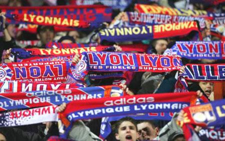 图文-[冠军杯]里昂7-2不来梅里昂标志高高举起