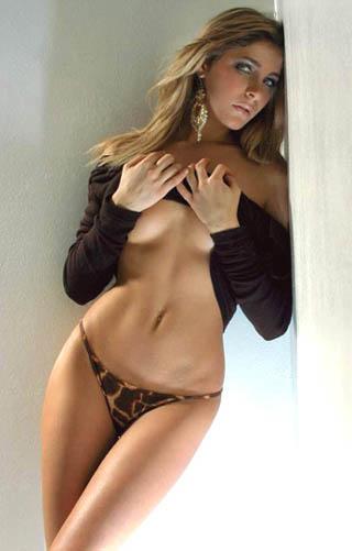 图文-意大利小姐强攻意甲球星2002冠军佩德隆