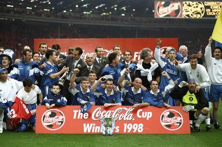 图文-切尔西历史经典时刻1998年的夺冠欢庆时刻