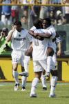 图文-[意甲]布雷西亚0-3国米阿德抱起马丁斯庆祝