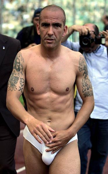 图文-[意甲]拉齐奥1-1佛罗伦萨纳粹幽灵裸体上阵