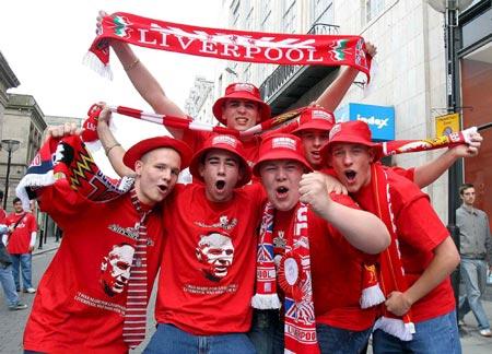 图文-利物浦米兰球迷大比拼利物浦球迷欢聚在一起