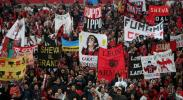 图文-[冠军杯]AC米兰vs利物浦米兰球迷标语林立