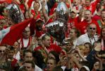 图文-利物浦冠军杯红色巡游球迷为红军而疯狂