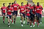 图文-[联盟杯]摩纳哥赛前备战队员热身训练