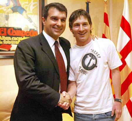 图文-巴萨天价合同绑住未来领袖梅西和巴萨都高兴
