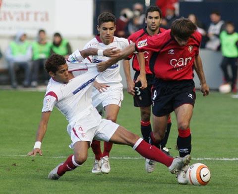 图文-[西甲]奥萨苏纳1-0塞维利亚现代足球手脚并用