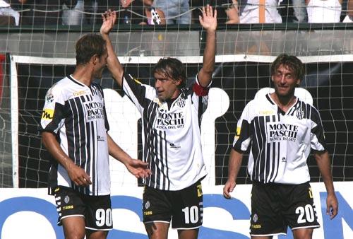 图文-[意甲]锡耶纳4-2梅西纳基耶萨梅开二度