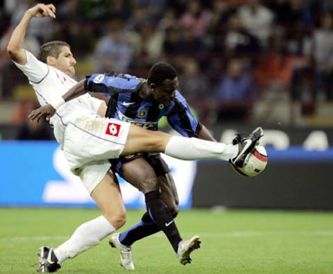 图文-[意甲]国际米兰1-0佛罗伦萨犯规也不让你过去