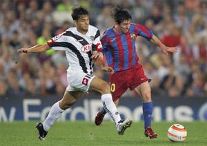 巴萨18岁天才上演完美征服10万球迷为梅西长久鼓掌